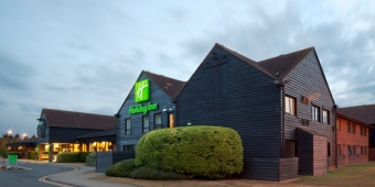 holiday-inn-cambridge-gay-friendly-wedding-venue