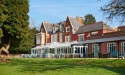 hilton-st-annes-manor-house-gay-friendly-wedding-venue-berkshire-garden